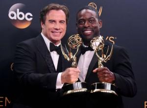 John Travolta y Sterling K. Brown